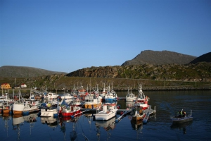 Blick von unserer Unterkunft auf den Hafen von Havøysund