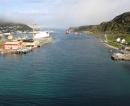 Blick von der Brücke Richtung Osten auf die Hafenanlagen